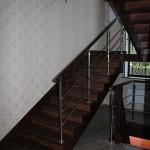 Лестница с металлическими перилами
