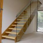 Лестница с ограждением из стекла